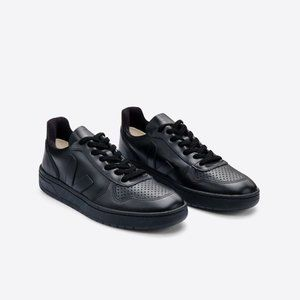 NEW Veja |  V-10 Sneaker in black